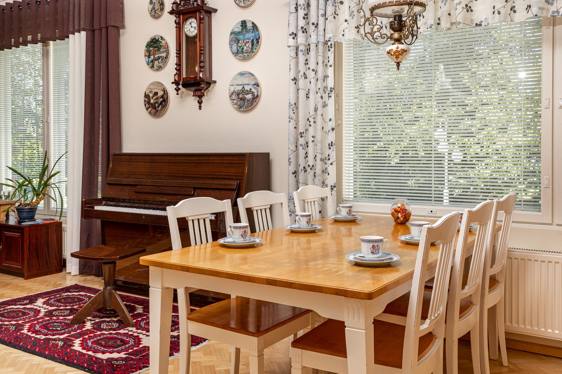 Asuntokuvaus Keittiönpöytä
