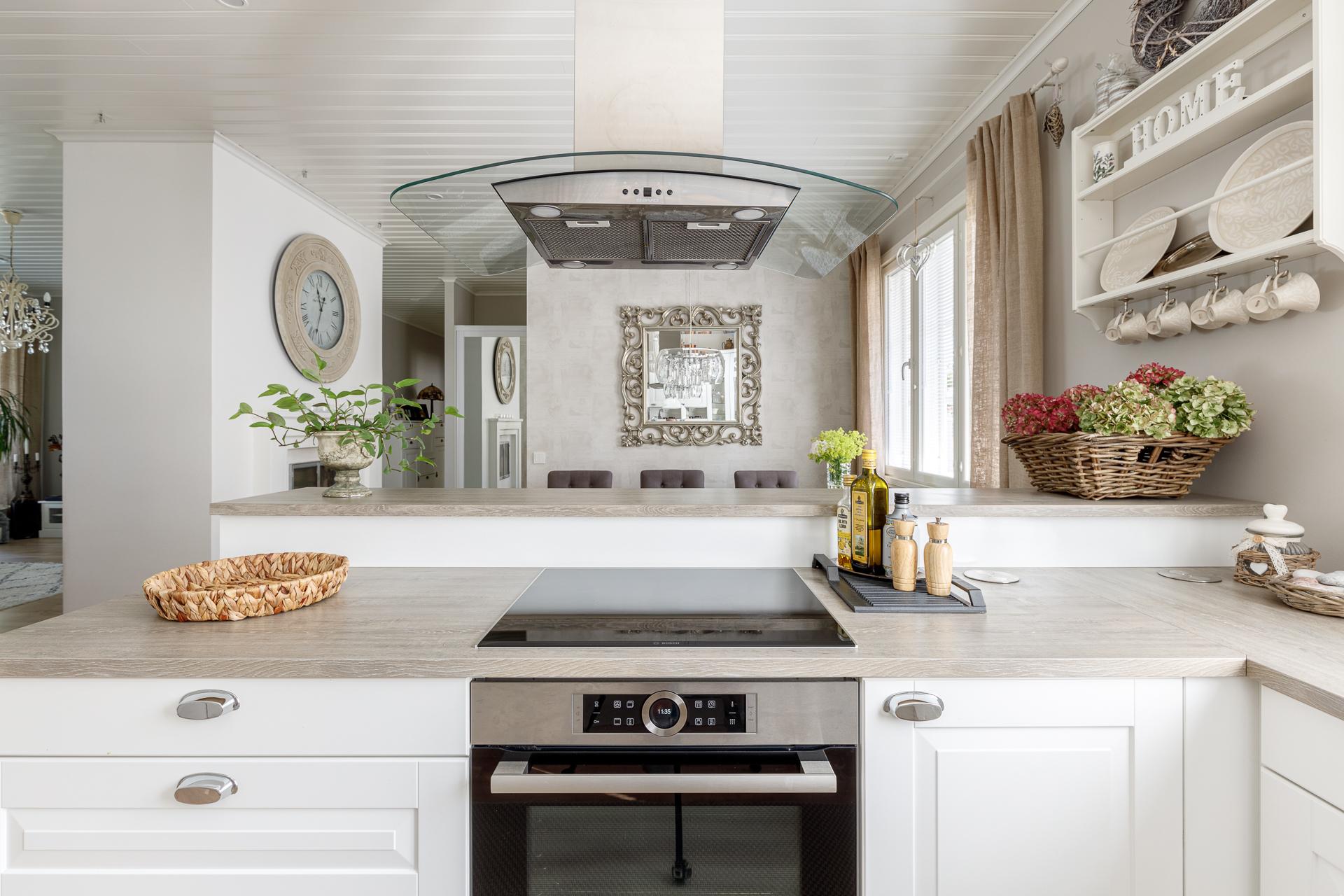 Asuntokuvaus luksus keittiö